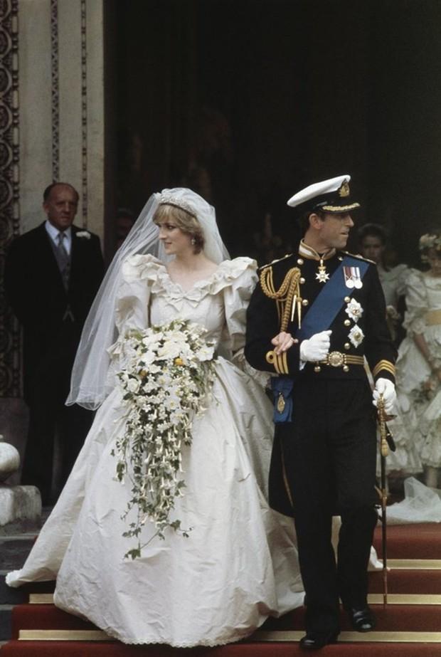 Ý nghĩa ẩn chứa đằng sau bó hoa cưới của các cô dâu Hoàng gia Anh - Ảnh 3.