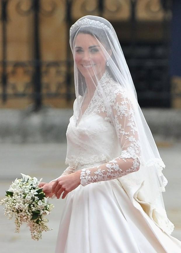 Ý nghĩa ẩn chứa đằng sau bó hoa cưới của các cô dâu Hoàng gia Anh - Ảnh 4.