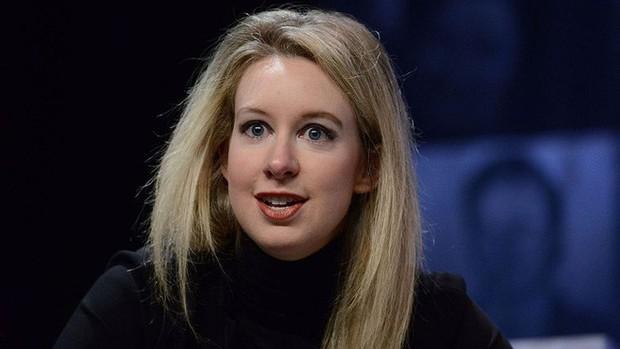 Từng là nữ tỷ phú trẻ nhất nước Mỹ, được mệnh danh Steve Jobs thứ hai, cô gái này bị buộc tội lừa đảo 700 triệu USD và mới nộp có 500 nghìn USD - Ảnh 1.
