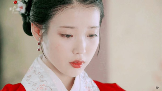 Đóng phim mới, IU xinh điếng người khiến người xem quên luôn diễn xuất tệ của cô - Ảnh 1.