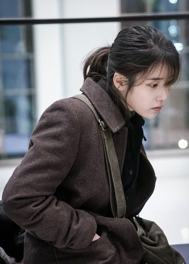 Đóng phim mới, IU xinh điếng người khiến người xem quên luôn diễn xuất tệ của cô - Ảnh 2.