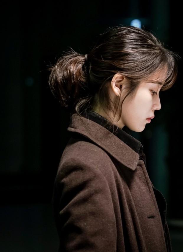Đóng phim mới, IU xinh điếng người khiến người xem quên luôn diễn xuất tệ của cô - Ảnh 3.