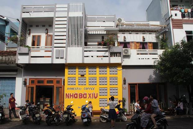 Để ý mới thấy, khắp Việt Nam có rất nhiều quán có bức tường vàng thần thánh để check in sống ảo khi đi du lịch - Ảnh 11.