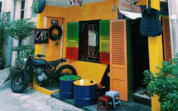 Để ý mới thấy, khắp Việt Nam có rất nhiều quán có bức tường vàng thần thánh để check in sống ảo khi đi du lịch - Ảnh 20.