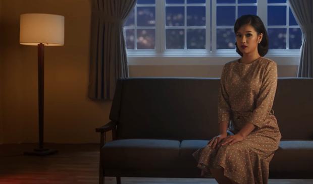 Hoàng Yến Chibi hóa thân 2 hình tượng già - trẻ của Hiểu Phương, kể chuyện tình buồn trong MV nhạc phim Tháng năm rực rỡ - Ảnh 4.