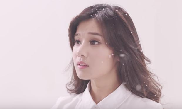 Hoàng Yến Chibi hóa thân 2 hình tượng già - trẻ của Hiểu Phương, kể chuyện tình buồn trong MV nhạc phim Tháng năm rực rỡ - Ảnh 9.