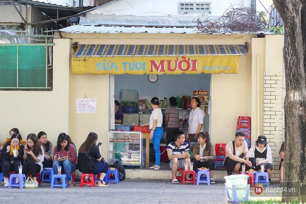 Chốn dừng chân ăn sáng, uống sữa huyền thoại của bao thế hệ người Sài Gòn - Ảnh 1.