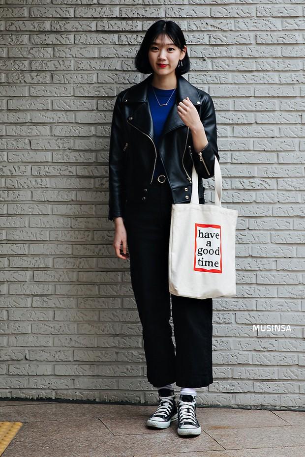 Các bạn trẻ Hàn Quốc chứng minh diện đồ đơn giản, khỏe khoắn cũng tôn dáng và hút mắt không thua kém váy vóc bánh bèo - Ảnh 8.