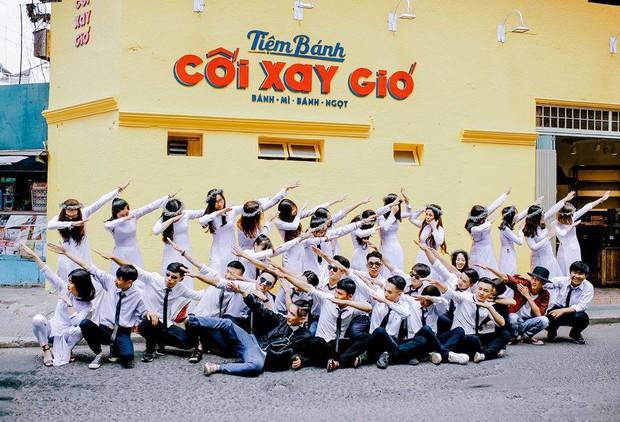 Bức tường vàng Cối xay gió nổi tiếng Đà Lạt bất ngờ có phiên bản mini ở Tiền Giang - Ảnh 2.
