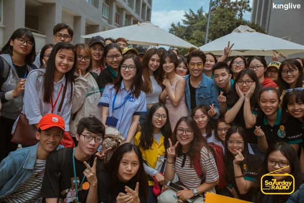 Saturday Radio: Hoàng Yến Chibi trổ tài đọc rap chửi MC Quốc Bảo, lần đầu hát live nhạc phim Tháng Năm Rực Rỡ - Ảnh 11.