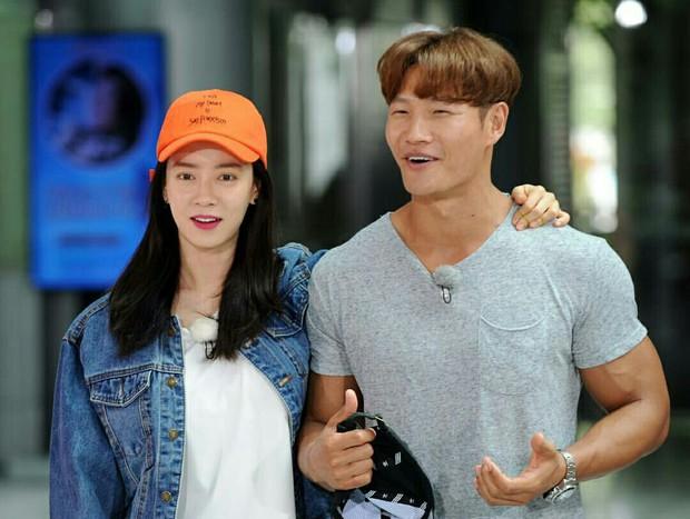 Những chi tiết đáng ngờ khiến dân tình tin rằng Kim Jong Kook và Song Ji Hyo có tình ý với nhau - Ảnh 11.
