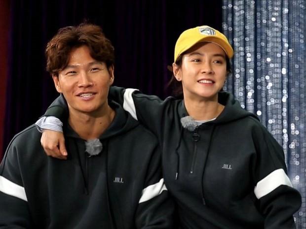 Những chi tiết đáng ngờ khiến dân tình tin rằng Kim Jong Kook và Song Ji Hyo có tình ý với nhau - Ảnh 8.