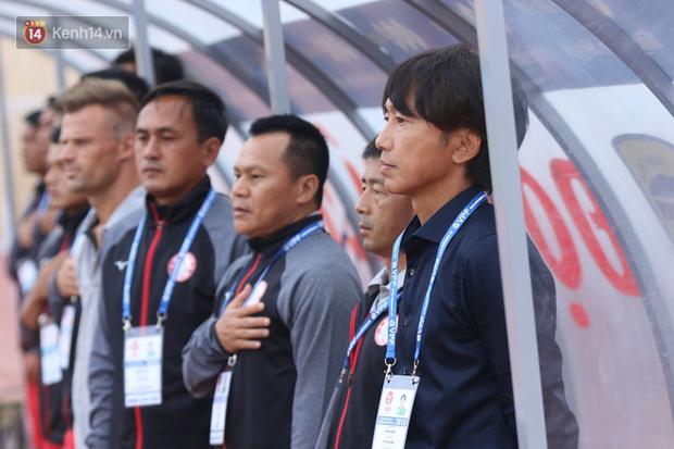 """""""50 sắc thái"""" của HLV Miura trong ngày ra mắt V.League - Ảnh 2."""