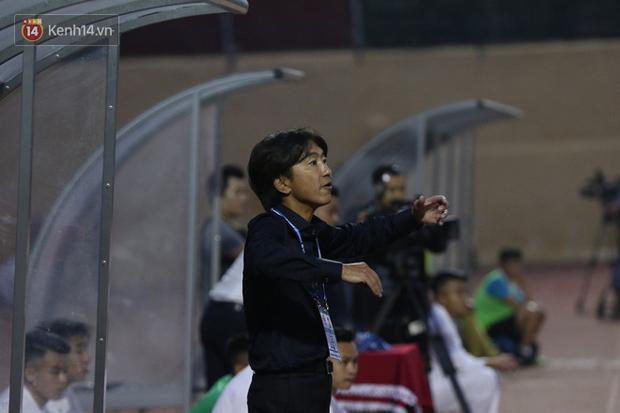 """""""50 sắc thái"""" của HLV Miura trong ngày ra mắt V.League - Ảnh 9."""