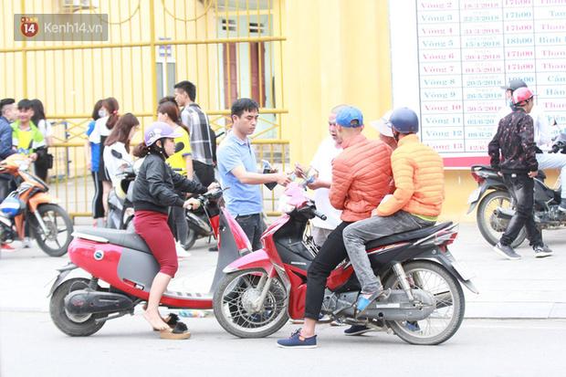 NHM Thanh Hóa vượt hàng chục cây số chờ Bùi Tiến Dũng ra sân - Ảnh 1.