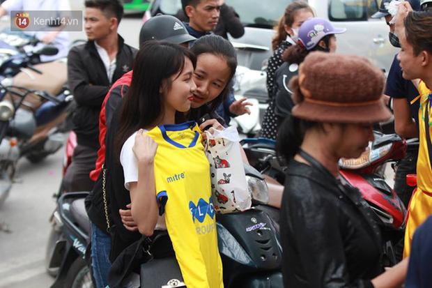 NHM Thanh Hóa vượt hàng chục cây số chờ Bùi Tiến Dũng ra sân - Ảnh 13.