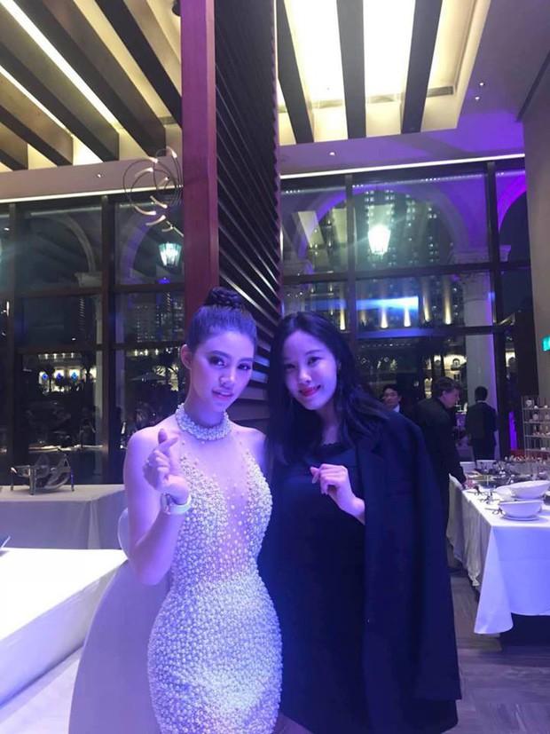 Jolie Nguyễn hào hứng chụp ảnh cùng Cổ Thiên Lạc, Hyomin (T-Ara) tại sự kiện ở Macao - Ảnh 4.