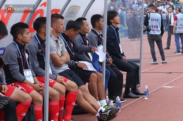 """""""50 sắc thái"""" của HLV Miura trong ngày ra mắt V.League - Ảnh 4."""