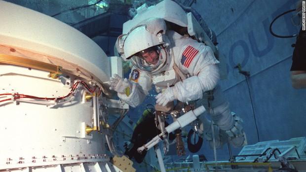 Chịu đủ thứ nguy hiểm, vậy một phi hành gia của NASA kiếm được bao nhiêu tiền? - Ảnh 4.