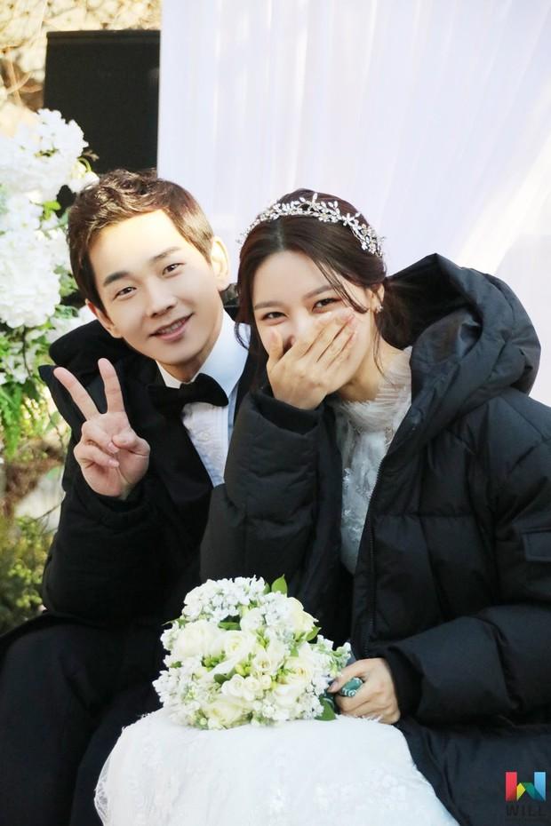 Hết hồn trước loạt ảnh Sooyoung đẹp lộng lẫy trong ngày cưới, nhưng chú rể không phải là Jung Kyung Ho - Ảnh 5.