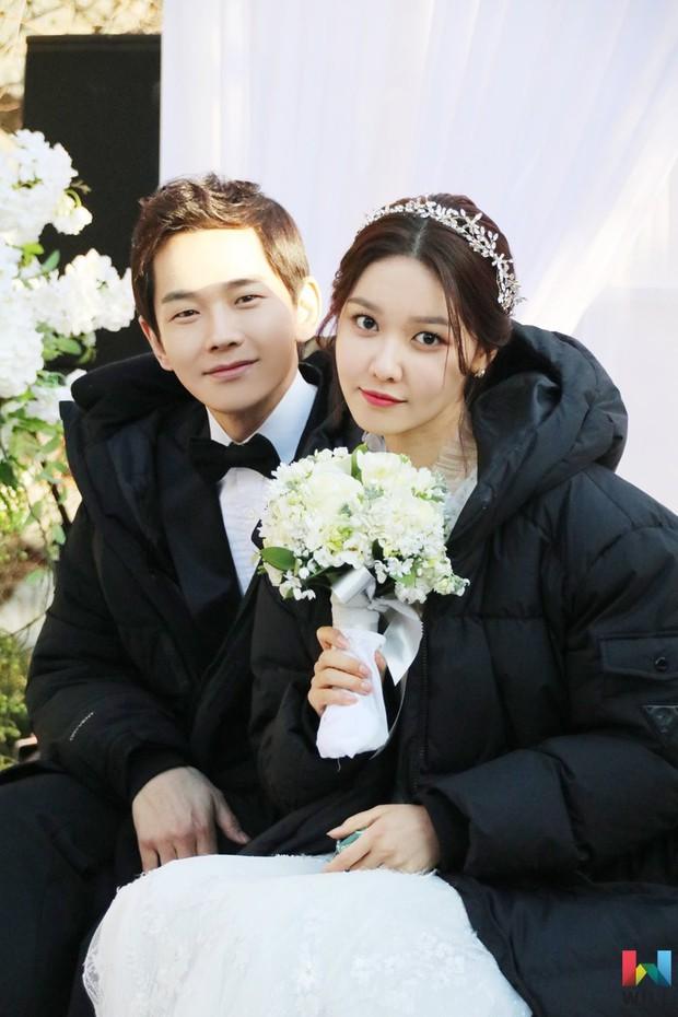 Hết hồn trước loạt ảnh Sooyoung đẹp lộng lẫy trong ngày cưới, nhưng chú rể không phải là Jung Kyung Ho - Ảnh 6.