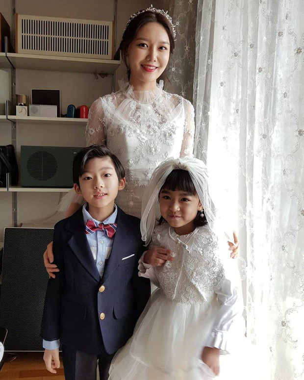 Hết hồn trước loạt ảnh Sooyoung đẹp lộng lẫy trong ngày cưới, nhưng chú rể không phải là Jung Kyung Ho - Ảnh 8.