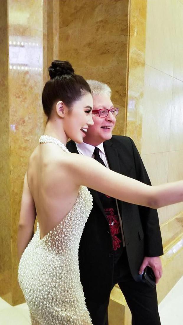 Jolie Nguyễn hào hứng chụp ảnh cùng Cổ Thiên Lạc, Hyomin (T-Ara) tại sự kiện ở Macao - Ảnh 6.