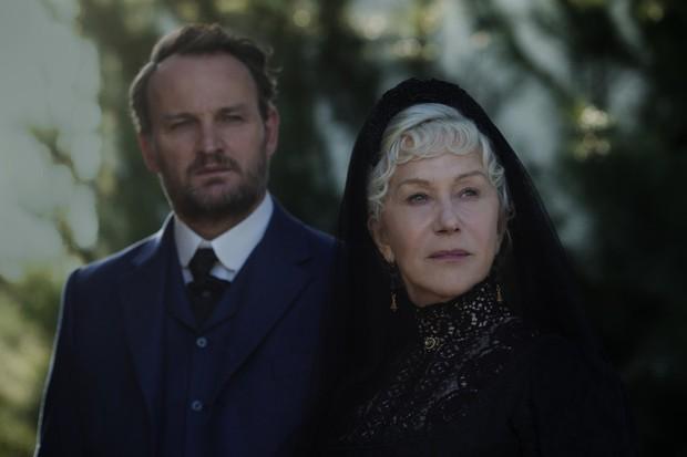 Đi bắt ma trong gia đình buôn súng Winchester, nhưng nam chính nhất định phải cầm rìu mới chịu - Ảnh 3.