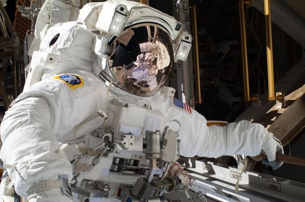 Chịu đủ thứ nguy hiểm, vậy một phi hành gia của NASA kiếm được bao nhiêu tiền? - Ảnh 3.