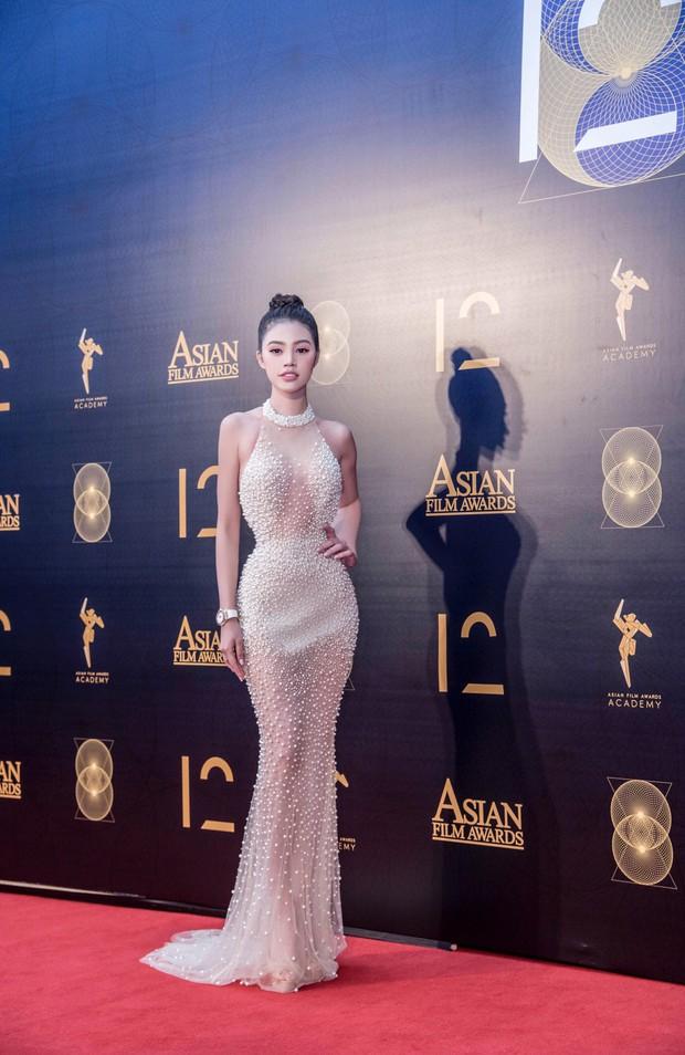 Jolie Nguyễn hào hứng chụp ảnh cùng Cổ Thiên Lạc, Hyomin (T-Ara) tại sự kiện ở Macao - Ảnh 2.