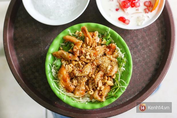 Hàng chè nổi tiếng ở Hà Nội có khách ùn ùn kéo đến nhưng lại để ăn... món khác - Ảnh 4.