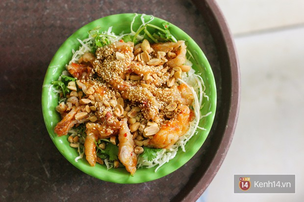 Hàng chè nổi tiếng ở Hà Nội có khách ùn ùn kéo đến nhưng lại để ăn... món khác - Ảnh 2.