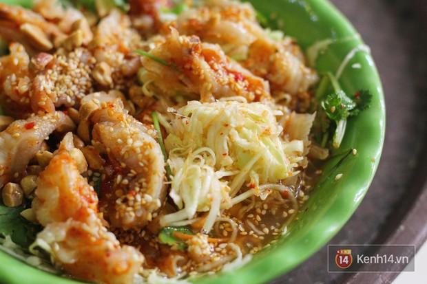 Hàng chè nổi tiếng ở Hà Nội có khách ùn ùn kéo đến nhưng lại để ăn... món khác - Ảnh 5.