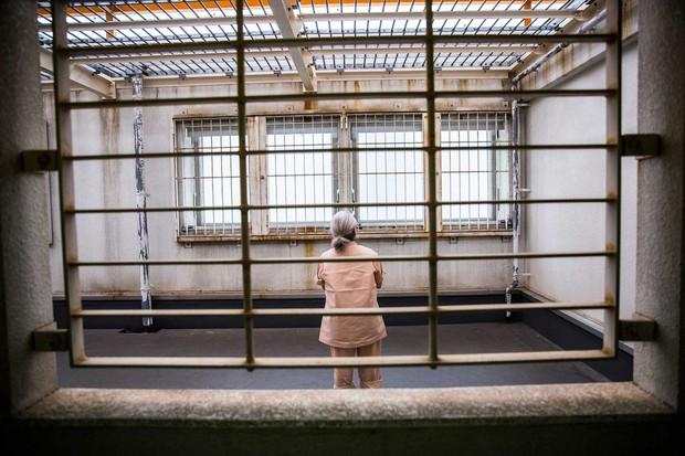 Cố tình phạm tội để ngồi tù: Sự thật đằng sau câu chuyện buồn về những tội phạm cao tuổi cô đơn ở Nhật Bản - Ảnh 1.