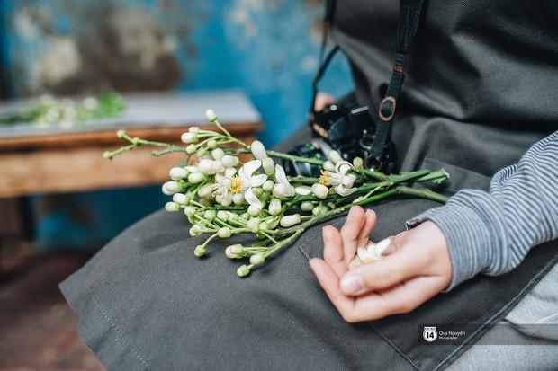 Mùa hoa bưởi phủ trắng phố phường, nhưng được mấy người biết đến các món ăn với hoa bưởi này? - Ảnh 7.