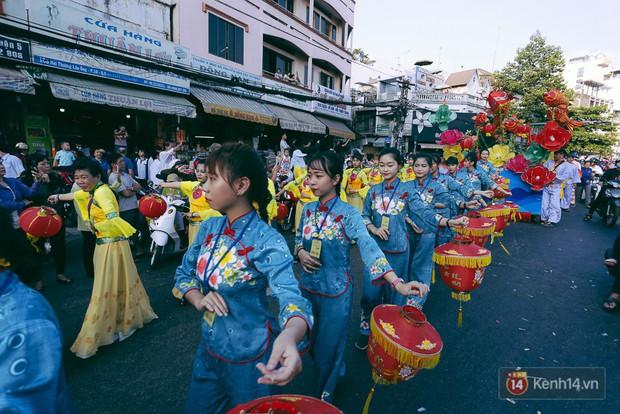 Thầy trò Đường Tăng xuống phố diễu hành trong ngày Tết Nguyên tiêu của người Hoa ở Sài Gòn - Ảnh 13.
