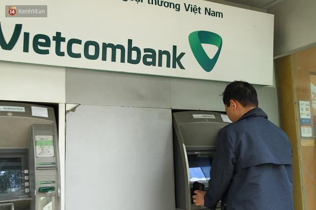 """Nhiều chủ tài khoản Vietcombank phản ứng sau biểu phí mới: Sẽ mở thêm vài tài khoản ngân hàng khác để không bị """"phụ thuộc""""! - Ảnh 4."""