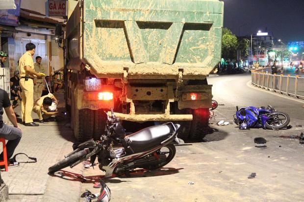 Vụ tai nạn kinh hoàng ở Sài Gòn: 1 nạn nhân đã tử vong, tài xế trình diện Công an sau khi bỏ trốn khỏi hiện trường - Ảnh 1.