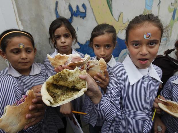 Học sinh trên thế giới ăn món gì vào bữa trưa? - Ảnh 11.