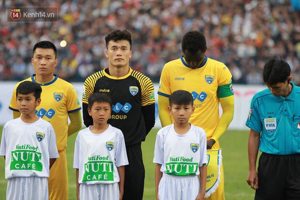 HLV Park Hang Seo xuống sân chúc mừng, Tiến Dũng sẽ bắt chính ở đội tuyển Việt Nam? - Ảnh 1.