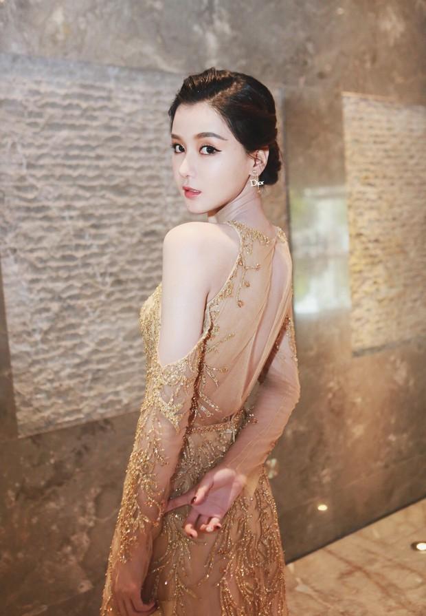 Những màn thiên nga hóa vịt xấu xí chỉ bởi vì quên mở ứng dụng làm đẹp của các hot girl Trung Quốc - Ảnh 5.
