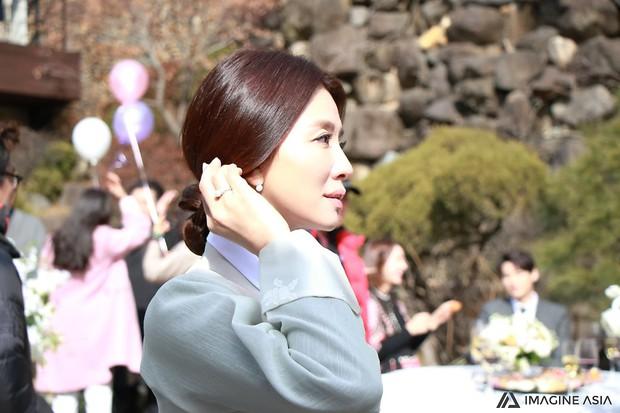 Hậu trường lễ cưới Sooyoung: Nữ diễn viên U50 của Reply còn nổi hơn cô dâu vì khoảnh khắc khóc đẹp xuất sắc - Ảnh 14.