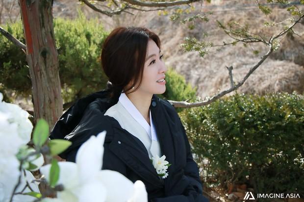 Hậu trường lễ cưới Sooyoung: Nữ diễn viên U50 của Reply còn nổi hơn cô dâu vì khoảnh khắc khóc đẹp xuất sắc - Ảnh 11.