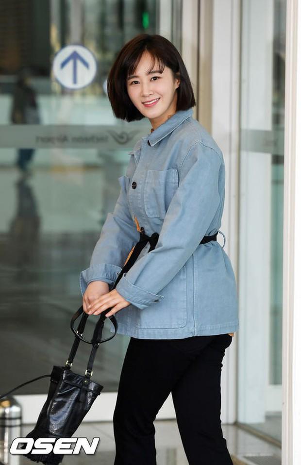 Nhìn Yuri (SNSD) tuột dốc nhan sắc tại sân bay mới thấy rõ, đúng là cái răng cái tóc là góc con người - Ảnh 11.