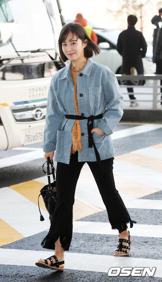 Nhìn Yuri (SNSD) tuột dốc nhan sắc tại sân bay mới thấy rõ, đúng là cái răng cái tóc là góc con người - Ảnh 4.
