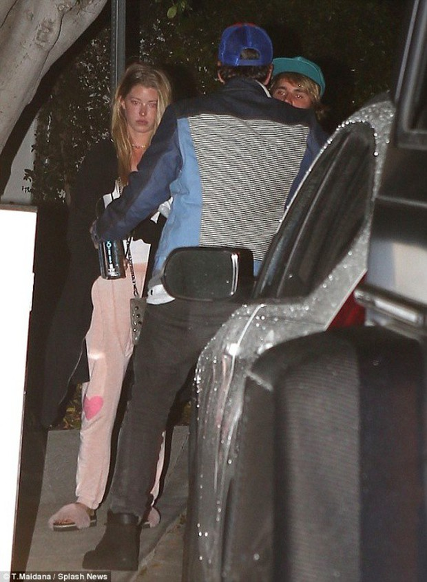 Selena Gomez bị tổn thương, mau chóng về gặp Justin khi thấy anh đi bên cô gái mới - Ảnh 3.