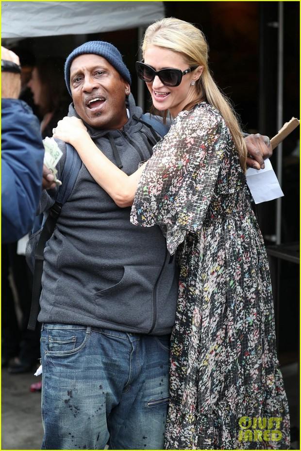 Hết quậy như xưa, Paris Hilton giờ thành cô tiên hào phóng đem tiền tặng người lạ - Ảnh 3.