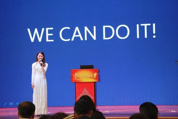 Khánh Vy duyên dáng với áo dài, tự tin đại diện thanh niên Việt Nam thuyết trình tại Trung Quốc - Ảnh 2.