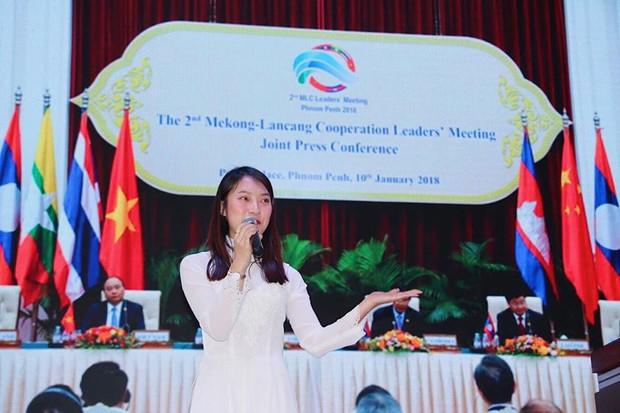 Khánh Vy duyên dáng với áo dài, tự tin đại diện thanh niên Việt Nam thuyết trình tại Trung Quốc - Ảnh 3.