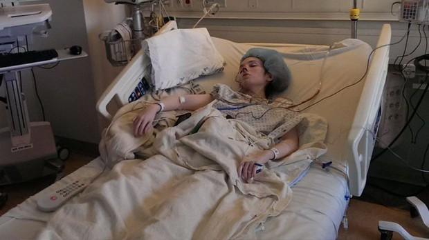 Cô gái trẻ mắc căn bệnh lạ suốt 35 năm chỉ vì thứ vi khuẩn nhà nào cũng có - Ảnh 4.